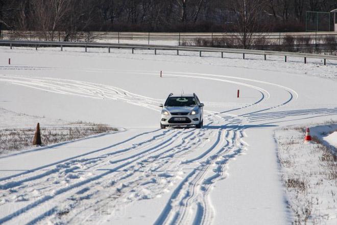 Magunk is meglepődtünk, de a legjobb téli gumival gyorsabban ért fel az emelkedőn a fronthajtású Ford Focus, mint az összkerekes Audi A5