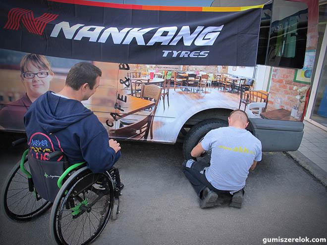 Három garnitúra Nankang téli abroncsot adományozott a fogyatékkal élő  embereket segítő Nem Adom Fel Alapítványnak az Abroncs Kereskedőház. f8e7782116