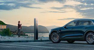 """Az Audi a világ legnagyobb gumitermék- és gumiabroncsgyártó vállalatát, a Bridgestone-t választotta első, teljesen elektromos meghajtású, városi terepjárójához (SUV), az Audi e-tronhoz. A két társaság közösen állította össze az új modellel szemben támasztott legfontosabb elvárásokat és jellemzőket tartalmazó listát, amelyen szerepel többek közt a lenyűgöző gyorsulás, a beltér kimagasló kényelme és csendessége, a legnagyobb fokú biztonság és a kompromisszummentes teljesítmény. Az Audi döntése értelmében a modell hatféle, 19""""-21"""" méretű – négy nyári és kettő téli – Bridgestone abronccsal kerül forgalomba gyári felszerelésként."""