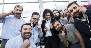 """Elnyerte a """"Kiemelkedően vonzó és felelős munkáltató"""" címet a Bridgestone Tatabánya, amelynek """"Movember – a Te bajuszod, a Te egészséged"""" elnevezésű kampánya ezüst minősítését nyert a példaértékű Munkáltatói Márkaépítés Díjon. A díj célja, hogy bemutassa és elismerje a legjobb hazai munkáltatói márkaépítési gyakorlatokat, amelyek azt segítik elő, hogy a munkahelyek minél örömtelibbek, igényesebbek és egészségesebbek legyenek."""
