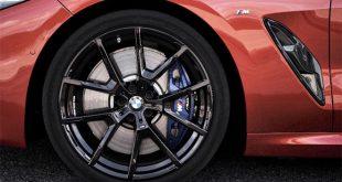 A Bridgestone, a világ legnagyobb gumiabroncs- és gumitermékgyártója, egyben a BMW első számú abroncsbeszállítója is. A legújabb abroncstechnológiával a Bridgestone a szokásos kínálat és kereslet határait feszegeti. Ezt jól példázzák a BMW új X5-ös, 8-as és 3-as sorozatai, melyek mind Bridgestone abroncsokat kaptak gyári szerelésként.
