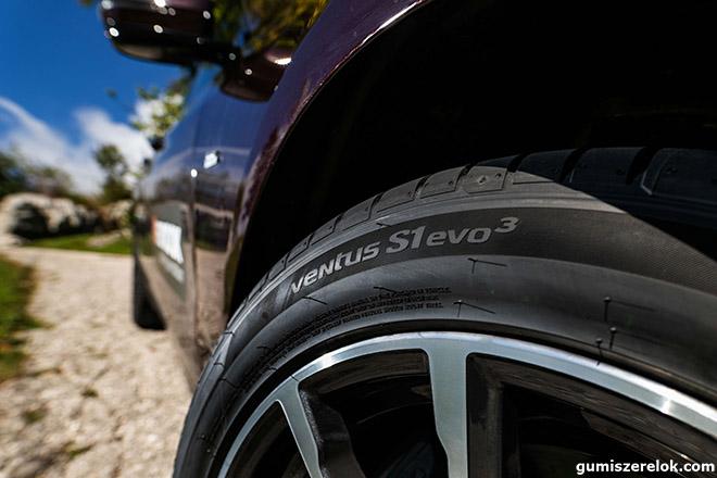 """A Hankook az elsők között ismerte fel, hogy az e-autóknak speciálisan kifejlesztett abroncsokra van szükségük. Ennek megfelelően évek óta gőzerővel folynak a kutatások és a prémium abroncsgyártó sorra mutatja be legújabb eredményeit. A kapcsolódó fejlesztések legutóbbi állomásaként a svájci Rinspeed futurisztikus """"microSNAP"""" önvezető elektromos járműrendszerét a Hankook új csúcstermékével, az ultra-nagyteljesítményű Ventus S1 Evo abronccsal szerelik fel."""
