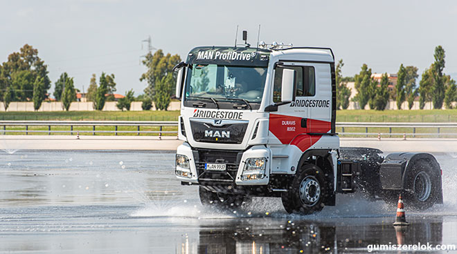 • A tehergépkocsi- és autóbuszszegmensben a Bridgestone három új prémium abroncsot mutat be: Duravis R002 és COACH-AP 001, a közelmúltban piacra dobott Ecopia H002 mellett.