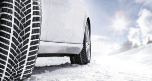 A nagy múltú és elismert német autósmagazin, az AUTO MOTOR UND SPORT az idei első téli tesztjén az új Goodyear UltraGrip Performance +-t minősítette a legjobb téli gumiabroncsnak, amely havas féktávon is csoportelső lett.