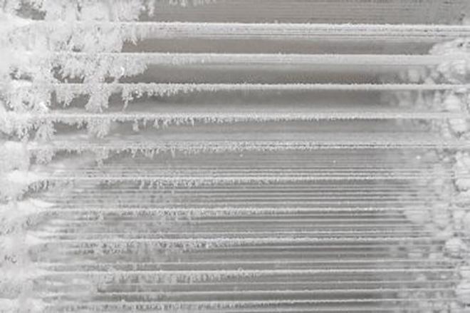 Természetes hó előállítása Egy speciális gép segítségével különféle formájú természetes hókristályokat hozunk létre.