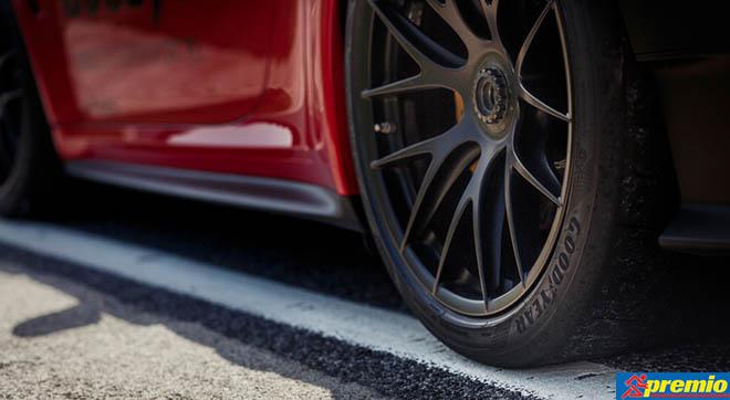 A közelmúltban bemutatott Eagle F1 SuperSport termékcsalád részeként az Eagle F1 SuperSport RS abroncsok kerülhetnek aPorsche 911 GT2 RS és Porsche 911 GT3 RS típusokra, 265/35 ZR 20 (99Y) XL és 325/30 ZR 21 (108Y) XL méretben.