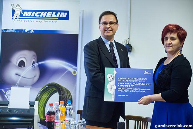 A Michelin Hungária Kft. a társadalmi felelősségvállalási programjának keretében idén másfél millió forinttal támogatja a Vakok és Gyengénlátók Szabolcs-Szatmár-Bereg-Megyei Egyesületét. Az összeget Braille-nyomtató vásárlására fordítják.