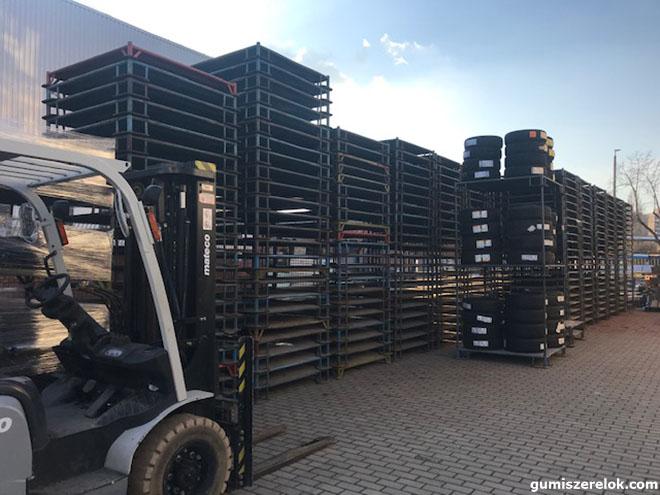 Targoncával vagy kézi erővel tetszőleges magasságúra építhető gyári acél állvány/tárolópaletták eladók.