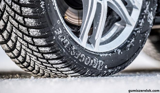 Az ADAC idei téligumi-tesztjének egyértelmű győztese a Bridgestone vezető téli gumija, a Blizzak LM005, amely avizsgált 15 garnitúra személyautó-abroncs közüla legmagasabb pontszámot (2,0) kapta a német autóklub szakértőitől. A gumiabroncs-gyártó zászlóshajójának számító termékeaz első olyan téligumi, amelyminden elérhető méretrea nedves tapadási tulajdonságáért megkapta az EU 'A' fokozatú minősítést, emellett magas pontszámot kapott kiegyensúlyozott teljesítmény-jellemzőiért is.