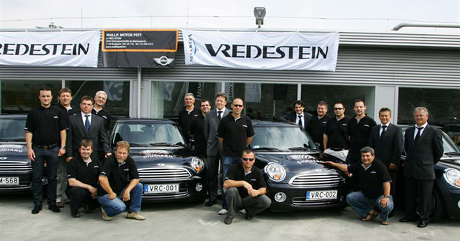 Az első Courtesy CAR program 2008-ban indult, Mini One autókkal, melyekből 13-at bocsájtottunk partnereink rendelkezésére. Ez az egyedi marketing eszköz már akkor nagy feltűnést keltett.
