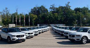 Most a 3. programunk indult el, még mindig egyedülállóan Magyarországon. Szint és autót is váltottunk. A most induló programunkban 26 magyar partner fehér Volvo XC40 autókat kapott.