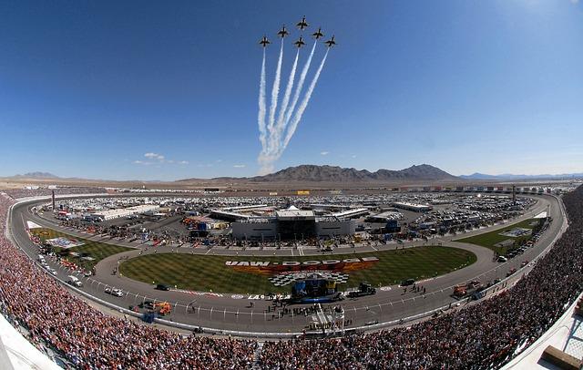 National Assotiation for Stock Car Auto Racing, azaz Nascar.Az amerikai szériaautók versenysorozata, ami óriási népszerűségnek örvend az USA-ban és mára már szerte a világon is