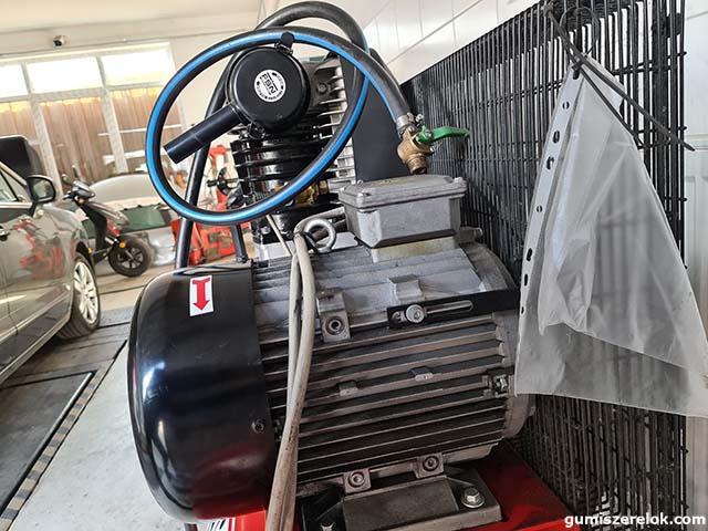 Egyedileg lett a motor gyártatva hozzá az erősebb motor. Az új ára: 900.000 Ft.+Áfa. volt. Eladási ár: 630.000 Ft.+Áfa.