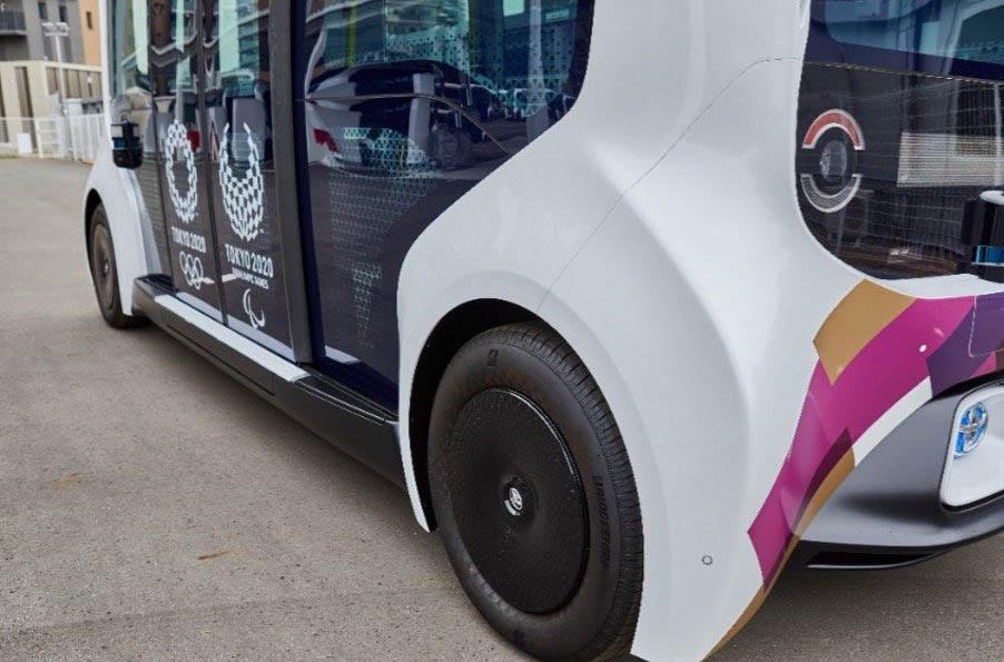 A Bridgestone támogatása magában foglalja az olimpiai és paralimpiai falvakban található, önálló BEV Toyota e-Palette járművekhez tervezett gumiabroncsokat.