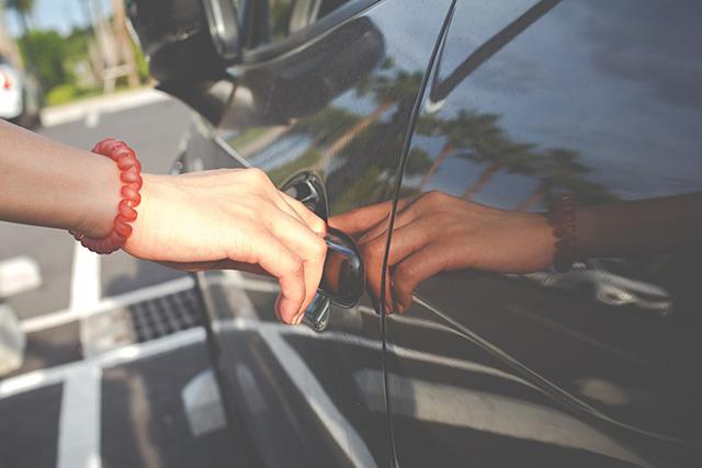Tényleg ki tudom nyitni az autó ajtaját a mobilommal, ha nincs meg a kulcs?